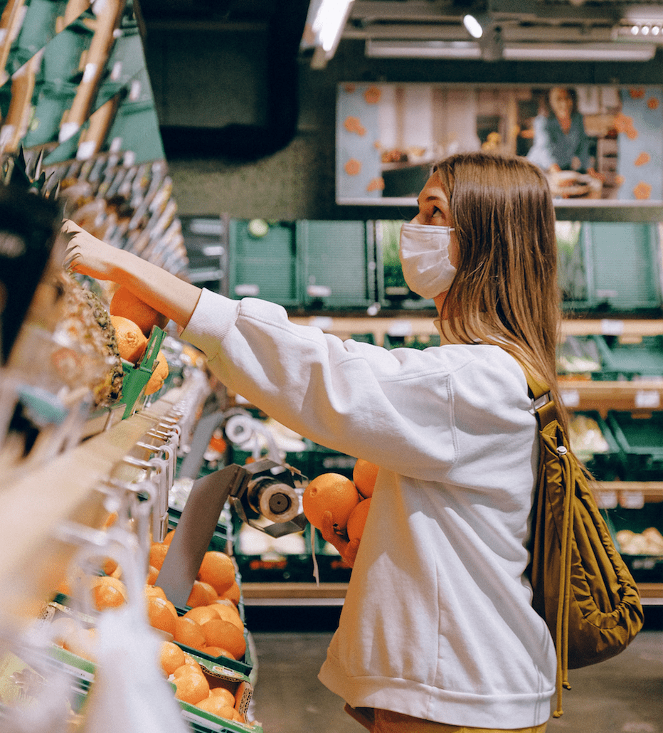 woman-shopping-with-mask